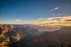 Foto de Grand Canyon durante salida del sol temprana fotos de archivo libres de regalías