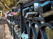 Foto de HDR de cerraduras en la verja del puente fotos de archivo libres de regalías