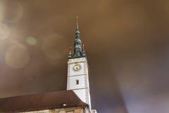 Foto de HDR de la torre del ayuntamiento de Olomouc en la noche, República Checa fotografía de archivo libre de regalías