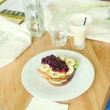Foto de Instagram de uma rabanada com frutos Imagem de Stock