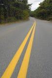 Foto de líneas amarillas en el camino Foto de archivo
