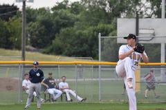 Foto de la acción del juego de béisbol imagen de archivo