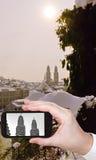 Foto de la ciudad de Zurich con las torres de la iglesia de Grossmunster Foto de archivo libre de regalías