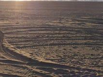 Foto de la costa de mar arenosa imagen de archivo libre de regalías