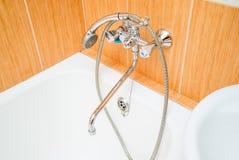 Foto de la ducha en el cuarto de baño imágenes de archivo libres de regalías