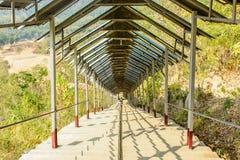 Foto de la escalera, en la pagoda determinada de Shwe Taw, Myanmar imagen de archivo libre de regalías