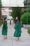 Foto de la graduación de la universidad en campus universitario Fotos de archivo