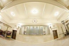 Foto de la lente de Fisheye del interior terminal de Grand Central con el calendario Fotos de archivo libres de regalías