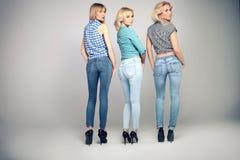 Foto de la moda de la mujer de tres blonde fotos de archivo libres de regalías