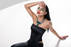 Foto de la moda de la mujer magnífica joven imágenes de archivo libres de regalías