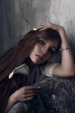 Foto de la moda de la mujer magnífica joven Presentación de la muchacha Foto del estudio imagen de archivo libre de regalías