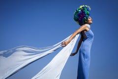 Foto de la moda por el mar Fotografía de archivo libre de regalías