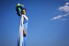 Foto de la moda por el mar Imágenes de archivo libres de regalías