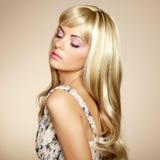 Foto de la mujer hermosa con el pelo magnífico Fotos de archivo libres de regalías