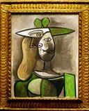 Foto de la mujer original del ` de la pintura en un ` verde del sombrero de Pablo Picasso Foto de archivo