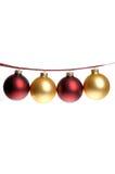 Foto de la Navidad del rojo y ornamentos del oro encadenados en cinta de la tela escocesa Imágenes de archivo libres de regalías