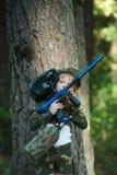 Foto de la niña con el rifle Imagen de archivo libre de regalías
