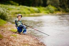 Foto de la pesca del niño pequeño Foto de archivo libre de regalías