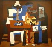 Foto de la pintura original de Pablo Picasso: ` de los músicos del ` tres Fotografía de archivo