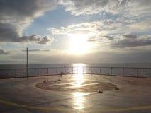 Foto de la puesta del sol sobre el mar foto de archivo