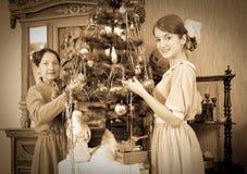 Foto de la vendimia de la hija con la madre Fotos de archivo