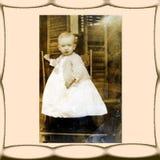 Foto de la vendimia, niño en silla Imágenes de archivo libres de regalías