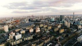 Foto de la visión aérea de las señales de la ciudad de Londres y de la zona urbana residencial Imágenes de archivo libres de regalías