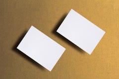 Foto de las tarjetas de visita en blanco Plantilla de la maqueta para la identidad de marcado en caliente Para las presentaciones imagen de archivo libre de regalías