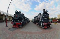 Foto de locomotivas de vapor pretas velhas da União Soviética A distorção forte do fisheye len foto de stock