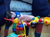 Foto de los pies recién nacidos del bebé Foto de archivo libre de regalías