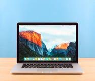 Foto de Macbook pro Fotos de Stock Royalty Free