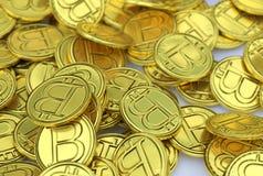 Foto de muitos bitcoins do ouro ilustração stock