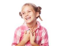 Foto de rir a menina feliz bonita que olha o isolado da câmera fotos de stock royalty free