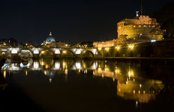 Foto de Roma, de Tiber e de Vatican iluminados Fotografia de Stock