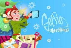 Foto de Santa Claus Helper Green Elf Making Selfie, tarjeta de felicitación del día de fiesta de la Navidad del Año Nuevo Imágenes de archivo libres de regalías