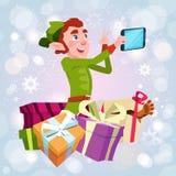 Foto de Santa Claus Helper Green Elf Making Selfie, tarjeta de felicitación del día de fiesta de la Navidad del Año Nuevo Foto de archivo