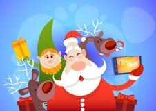 Foto de Santa Claus With Reindeer Elfs Making Selfie, cartão do feriado do Natal do ano novo Imagem de Stock