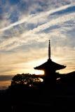 Foto de Siluate de la pagoda en Kyoto Fotos de archivo libres de regalías