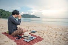 Foto de tomada asiática nova na praia Imagens de Stock