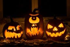 Foto de tres calabazas para Halloween Imágenes de archivo libres de regalías