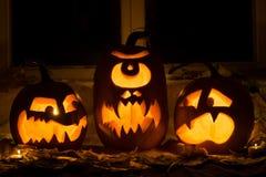Foto de tres calabazas para Halloween Fotos de archivo libres de regalías