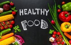 Foto de um tampo da mesa completamente de legumes frescos ou do fundo saudável do alimento Conceito saudável do alimento com os l Foto de Stock