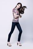 Foto de uma jovem mulher na calças de ganga Imagem de Stock