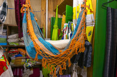Loja da lembrança de matéria têxtil em Paraty fotos de stock