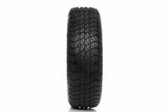 Foto de uma roda do pneumático do carro (pneu) isolada no branco Fotos de Stock Royalty Free