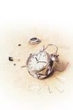 Foto de un despertador destruido imagen de archivo