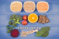 Foto de Vintag, comida nutritiva sana como ácido fólico de la fuente, minerales, vitamina B9 y fibra dietética fotos de archivo libres de regalías