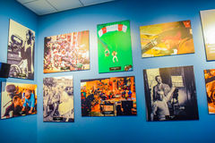 Foto de Warner Bros dentro de opiniones Viaje Hollywood, VIAJE del estudio del VIP fije la película de la ciudad del lego, traje  Fotografía de archivo