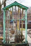 Foto degli strumenti di giardino nel cortile Fotografia Stock Libera da Diritti