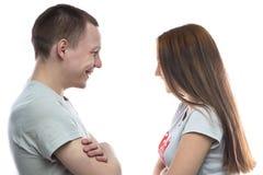 Foto del adolescente y de la muchacha sonrientes Fotos de archivo